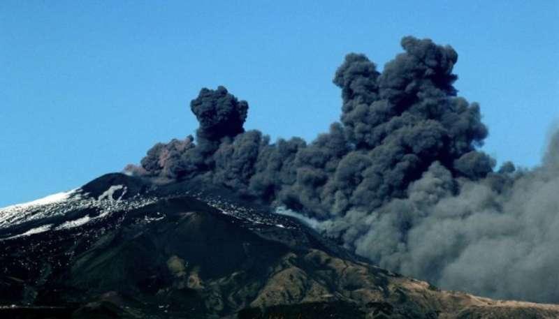 Через землетруси і виверження вулкану на Сицилії частково закрили небо