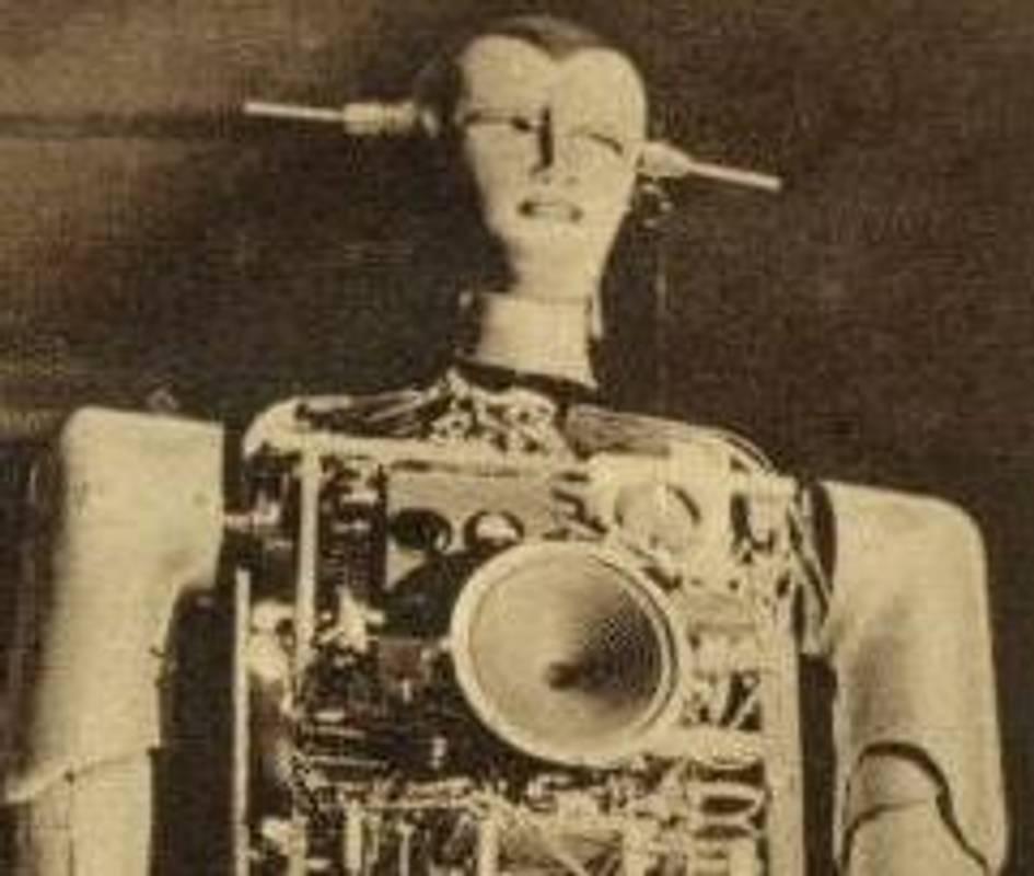 Найдорожча запальничка в світі: 80 років тому швейцарський винахідник створив робота, що курив
