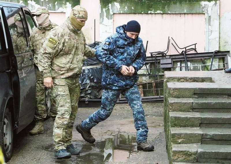 Адвокат розповів про стан одного із затриманих РФ українських моряків
