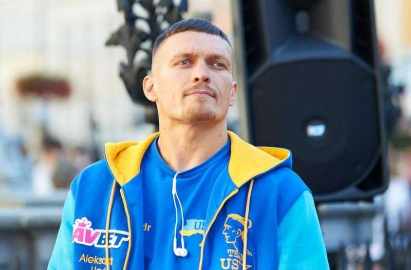 Олександр Усик пояснив, чому публічно не говорить українською мовою