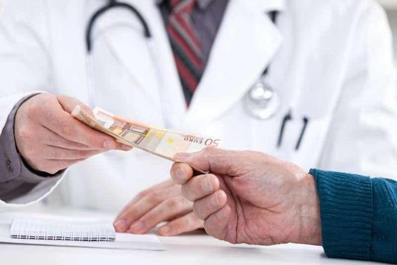 Стало відомо, скільки українців платили за лікування власної з кишені