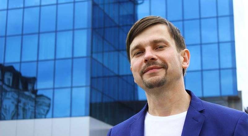 Розповсюджував фейки. СБУ видворила з України білоруського політолога