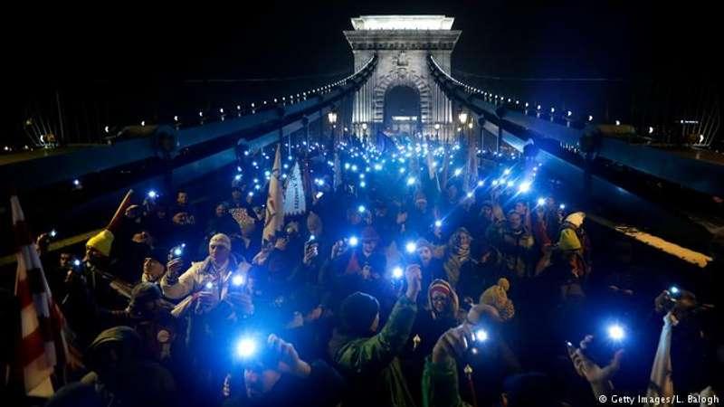 """В Угорщині протестували проти """"законів про рабство"""""""