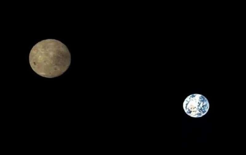 Зонд КНР показав перші знімки Землі та зворотнього боку Місяця