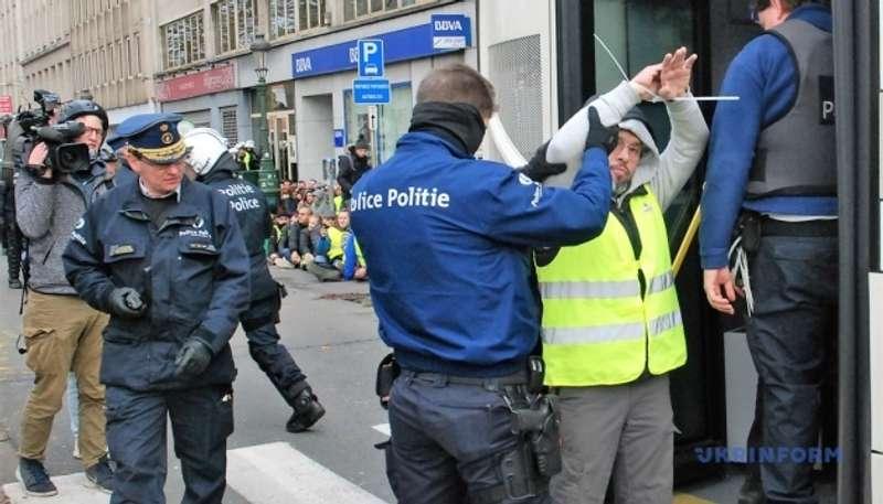 У Франції збираються суворо карати за несанкціоновані вуличні акції