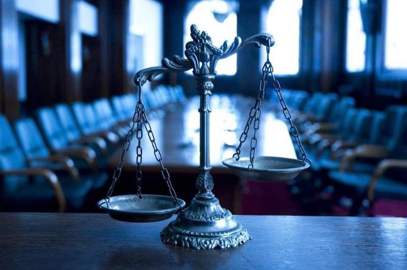 Руйнівник могил, дуже злий ревнивець і викрадач корів: судові справи тижня