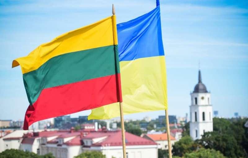 Глави МЗС України та Литви вважають необхідним посилення санкційного тиску на РФ