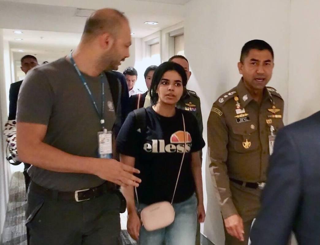 Канада погодилася прихистити дівчину, яка втекла із Саудівської Аравії