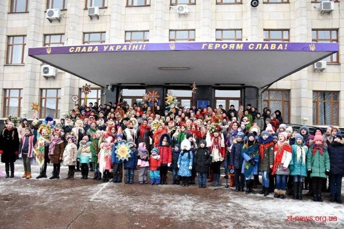 У Житомирі близько 600 людей одночасно заспівали популярну колядку