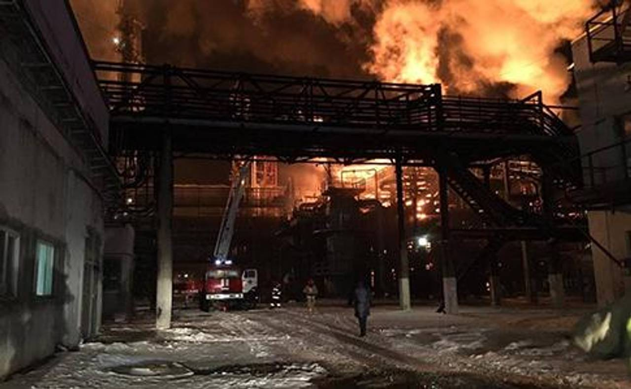 У Калуші - масштабна пожежа на хімзаводі