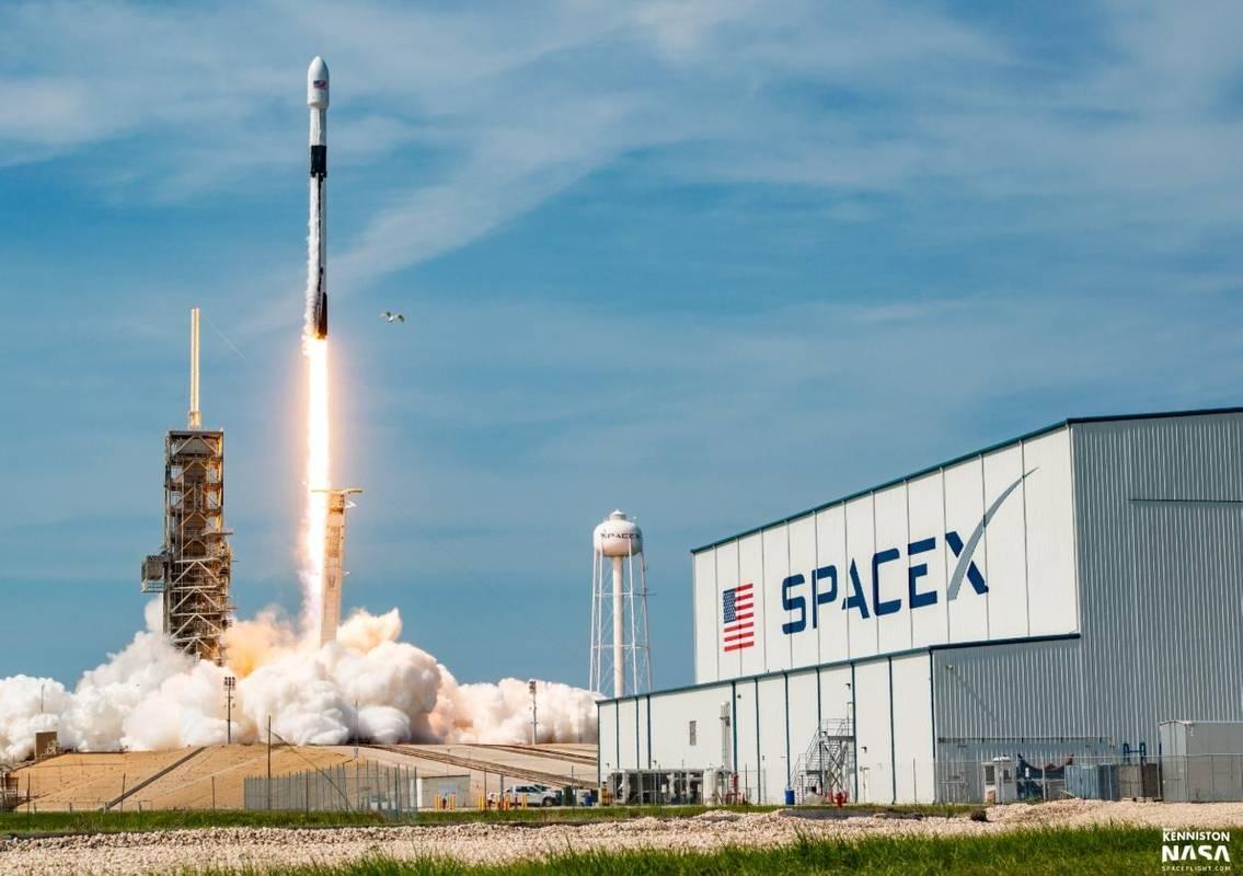 Маск звільняє 600 працівників SpaceX