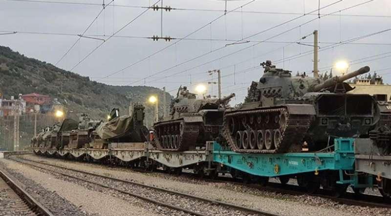 Туреччина і далі стягує війська до кордону із Сирією