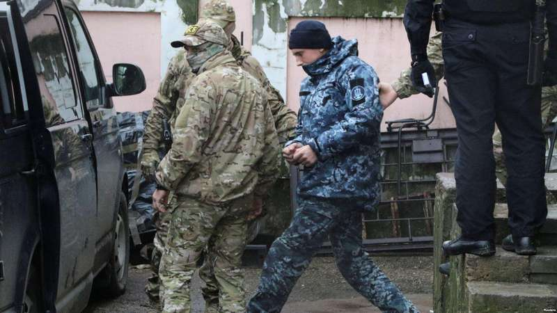 Російський суд у закритому режимі розглядає арешт полонених українських моряків
