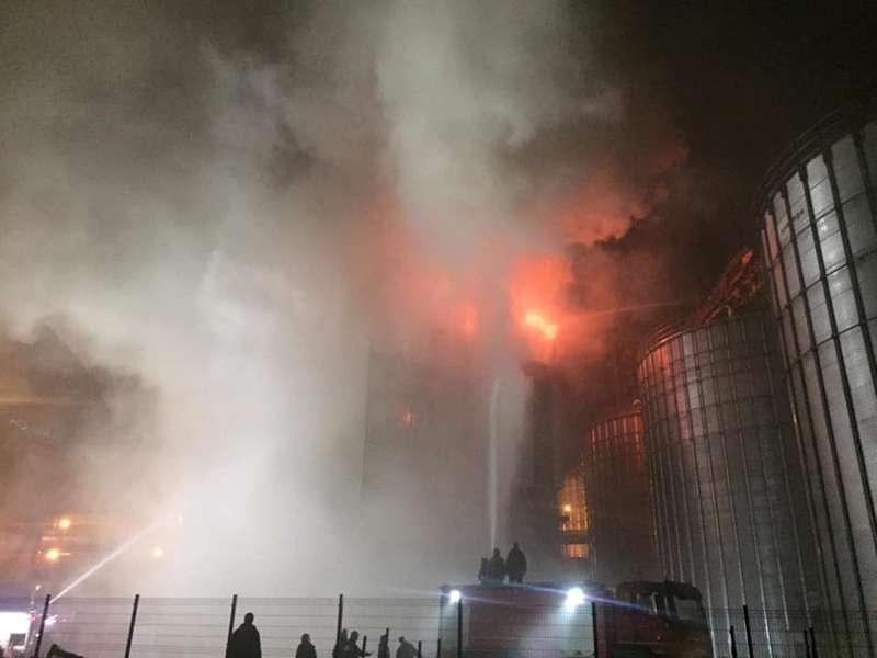 Пожежу на олійному заводі біля Львова загасили