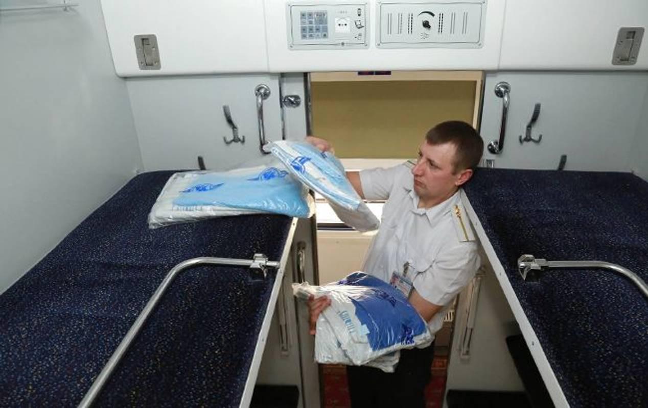 В українських поїздах подорожчає постіль та чай