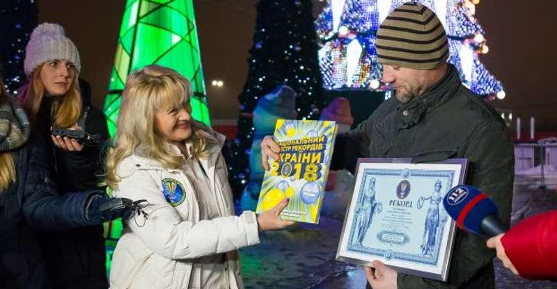 Стало відомо, де встановили найвищі новорічні ялинки в Україні