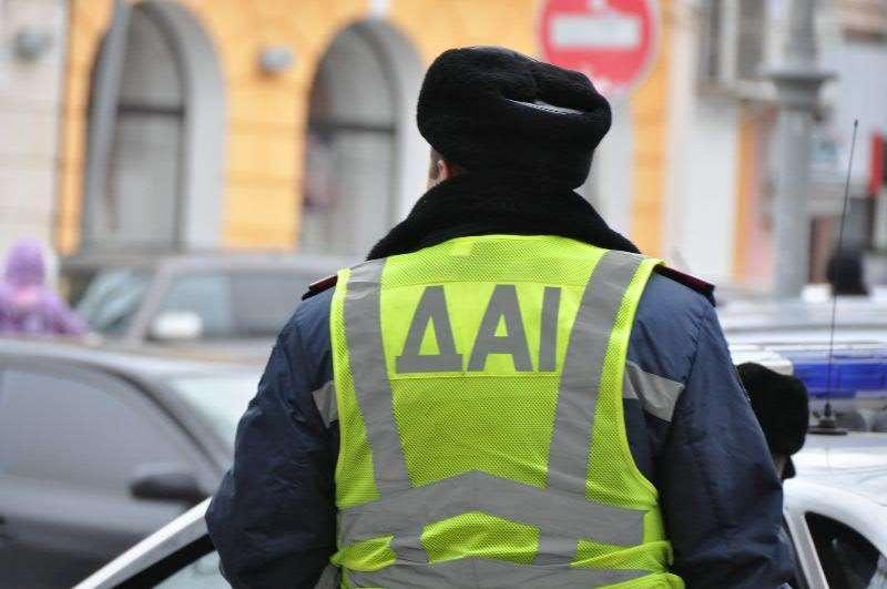 Свідоцтва не вилучав, грошей не вимагав: інспектора ДАІ, якого судили за хабар, виправдали