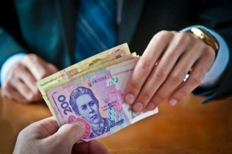 Чиновницю позбавили волі на 5 років за 40 тисяч гривень хабара
