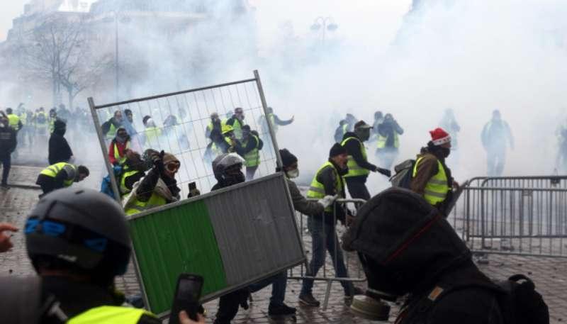 Омбудсвумен Ради Європи вимагає невідкладних заходів із захисту права жовтих жилетів