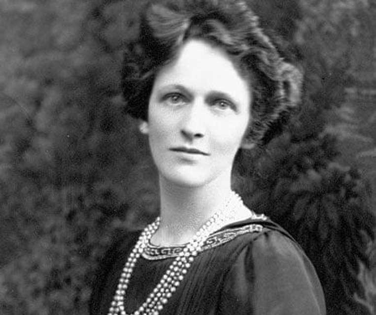 Замість сидіти вдома із дітьми вона подалася у велику політику. 100 років тому Ненсі Астор спантеличила всю Британію