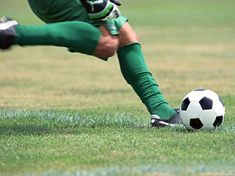 Забити на мільярди: чому українські футбольні клуби не заробляють на себе