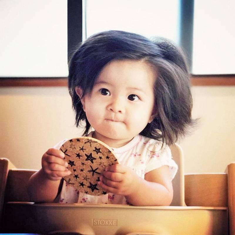 Шевелюра однорічної дівчинки з Японії вражає! А від чого залежить такий стрімкий ріст волосся?