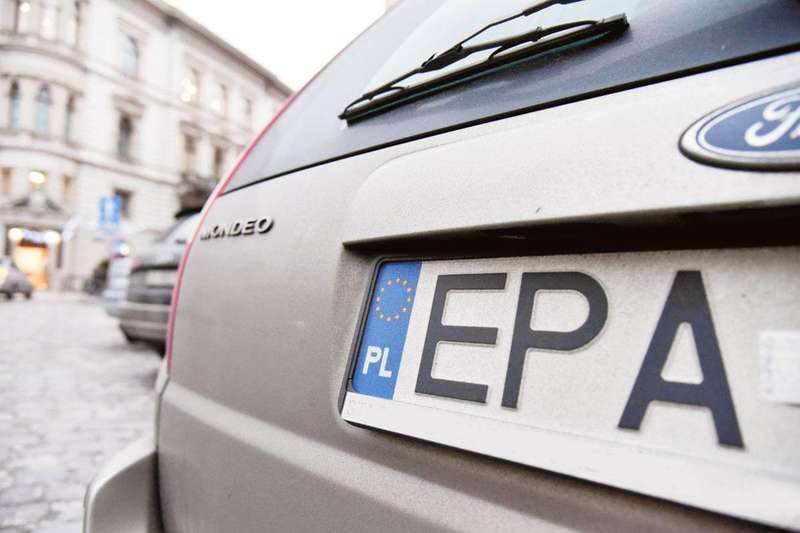 Євробляхи: скільки автівок розмитнили та що чекає тих, хто не встигне це зробити до 22.02?