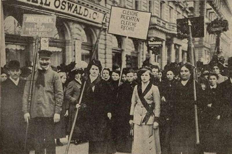 Не 8 березня: коли вперше відзначили Міжнародний жіночий день і як це було? (фото)