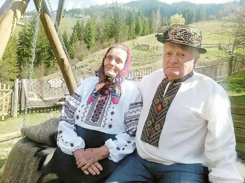 85-річний Юрій та 80-річна Ганна кажуть, що розуміють один одного з напівпогляду.