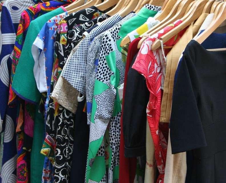Футболка із сюрпризом: виявляється, чимало магазинів узагалі не дезінфікують одяг