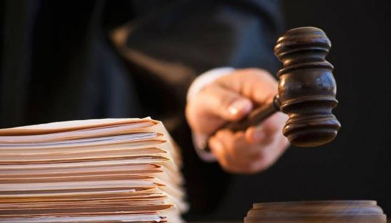 Суд оголосив вирок чоловіку, який публікував на сайті Міносвіти оголені фото своєї дружини