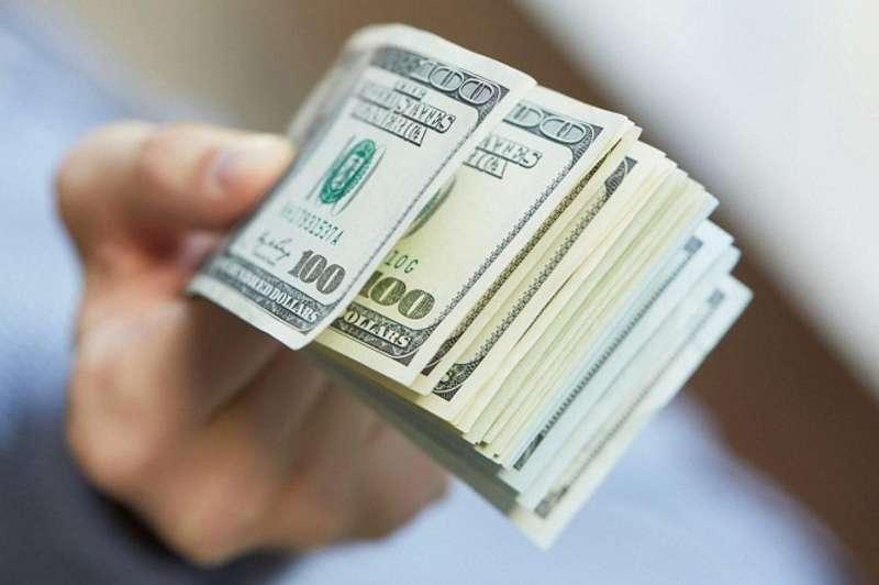 Цей обмінник валюти – несправжній. Як група шахраїв видурювала у людей десятки тисяч доларів
