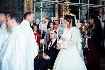 Пару вінчав священик, який колись хрестив Софію.