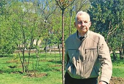 89-річний українець висадив понад 21 тисячу дерев. Навіщо йому це?