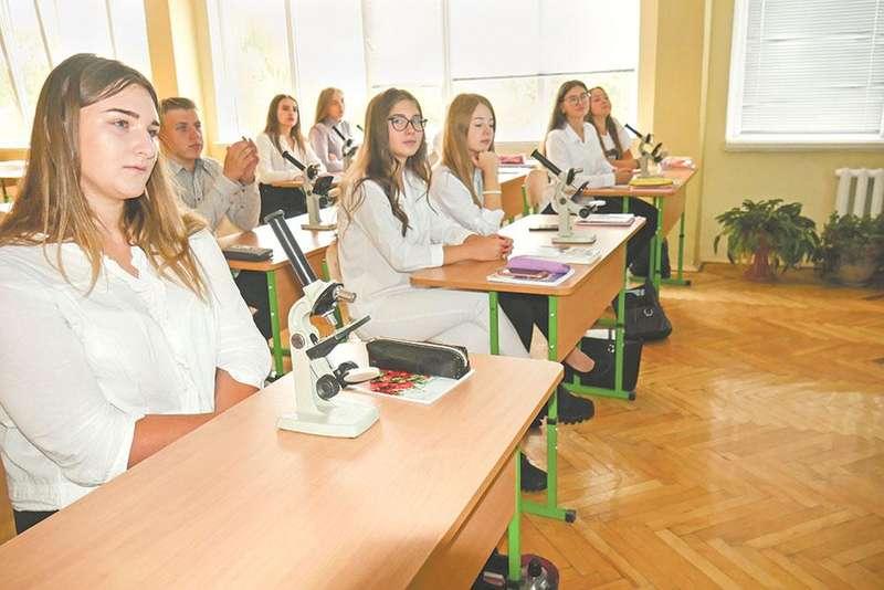 Заняття динамічної групи на уроці біології.
