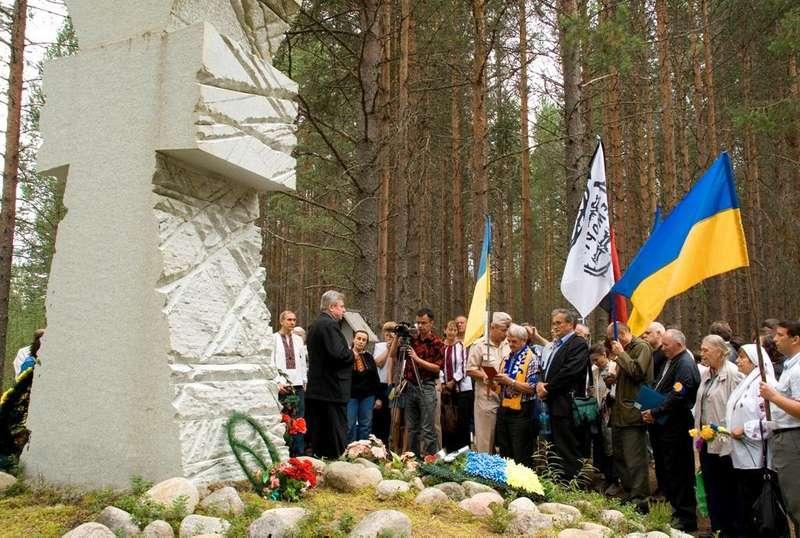 Український козацький хрест в урочищі Сандармох