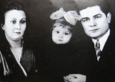 Василь Макух з дружиною та донькою.