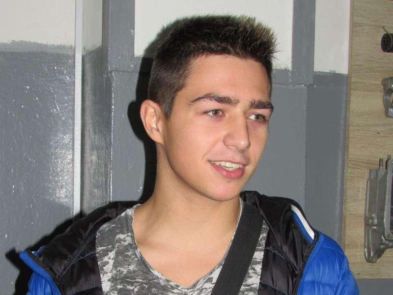 17-річний Віталій Савчук виставив у соцмережу відео, у якому майстер нецензурно лається. Про свій вч