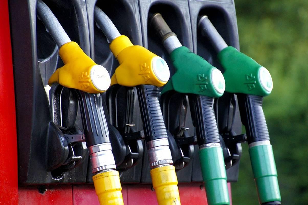 АЗС змінюють цінники. Вартість пального повільно, але знижується