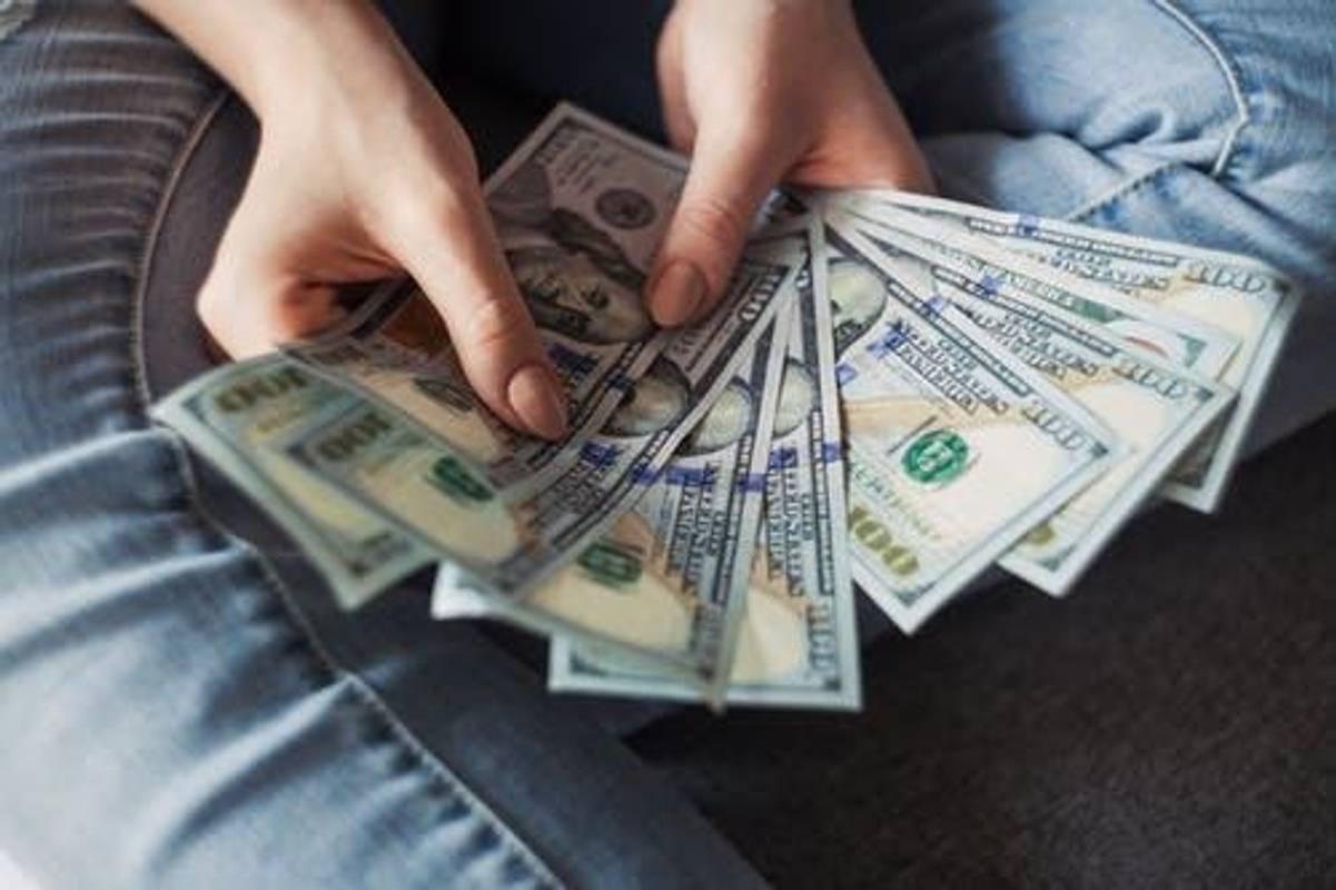 Банки призупинили зниження ставок за депозитами. Скільки можна заробити на вкладах?