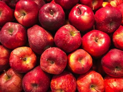 Дорожчі, ніж банани. Ціни на яблука стрімко зросли