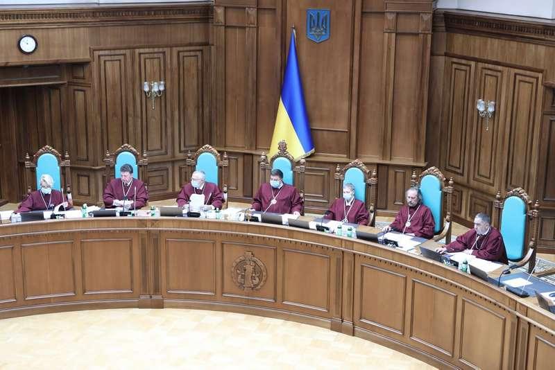 Скандальне рішення Конституційного суду: Україна може втратити безвізовий режим з ЄС