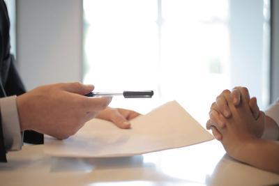 Чіткі, прості і без дрібного шрифту: НБУ затвердив додаткові вимоги до банківських договорів